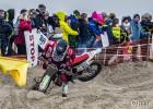 """Foto: Ārkārtīgi sarežģītās """"Enduropale"""" motosacīkstes pludmales smiltīs"""