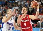 Francija notur uzvaru pār Poliju un pirmā izkļūst no grupas