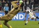 """""""Juventus'' nopelna pendeli, kad laiks jau iztecējis, un uzvar Milānu"""