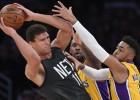 """""""Lakers"""" maiņas darījumā iegūst """"Nets"""" centru Lopesu"""