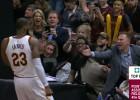 Video: NBA jocīgākajos momentos arī Džeimss