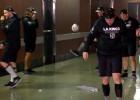 "Video: ""Kings"" hokejistu futbols sabojā griestus"