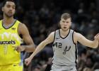 """Bertānam 12 punkti, Loverņa karjeras spēle neglābj """"Spurs"""" no vēl vienas neveiksmes"""