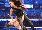 Video: MMA bijusī superzvaigzne Ronda Rouzija spoži debitē WWE