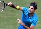 Atspēlējot divas mačbumbas, Federers izglābjas no zaudējuma pret Pēru