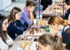 Trīs neizšķirti nepalīdz Latvijas šahistēm pieveikt spēcīgo Azerbaidžānu