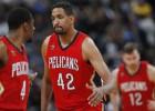 """""""Clippers"""" aizmaina Džonsonu, iegūst Ažensā"""