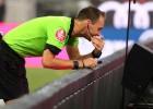 UEFA nolemj paātrināt VAR ieviešanu un sāks to izmantot Čempionu līgā jau šosezon
