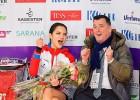 Titulētajai Medvedevai uz ledus izmet pelmeņus