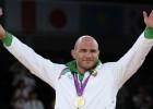 Uzbeku cīkstonim otro reizi karjerā atņem olimpisko zelta medaļu