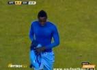 Video: Futbolists par ātru izģērbjas un saņem sarkano kartīti