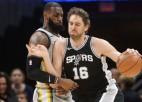 """""""Spurs"""" četru zaudējumu sēriju pārtrauc ar uzvaru pār Džeimsu un Klīvlendu"""