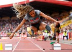 Olimpiskā čempione septiņcīņā Tiama uzvar Dimanta līgā tāllēkšanā