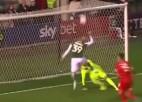 Video: Futbolists ar volejbola sitienu palīdz gūt vārtus
