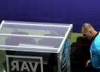 Video: Mača tiesnesim VAR parāda automašīnu stāvvietu