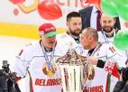 Video: Baltkrievu līderis Lukašenko sakrāj 6+4, triumfējot Ziemassvētku turnīrā