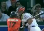 Video: Beisbolā oponentam iesit ar nūju, izceļas nekārtības