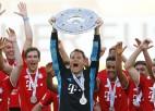 """Bundeslīga noslēdzas ar Dortmundes 0:4, """"Werder"""" izglābšanos un vārtu festivālu"""