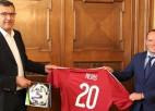Ļašenko ar finanšu ministru pārrunā sadarbību jauna nacionālā futbola stadiona tapšanā