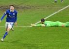 """""""Schalke"""" grauj un izcīna pirmo uzvaru sezonā, ''Borussia'' liedz Leipcigai izvirzīties līderos"""