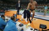 Foto: Pēc zaudējuma treneri protestē ar izģērbšanos