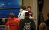 Video: AHL spēlētāji izkaujas arī ārpus laukuma