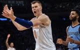 """Dīvāna eksperts: Porziņģis meistarīgi <i>flopo</i>. """"Knicks"""" zaudē G līgas komandai?"""
