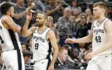 """Viedoklis: """"Spurs"""" smagais spēļu grafiks rada bažas par vēsturisku netikšanu """"play-off"""""""