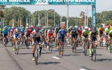 Video: Poļu riteņbraucējs atdod konkurentam uzvaru