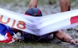 Video: Eiropas čempions finiša lentu notriec ar galvu