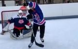 """Video: Entuziasts realizē galvu reibinošu """"bullīti"""" un izpelnās  NHL ievērību"""