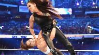MMA bijusī superzvaigzne Ronda Rouzija spoži debitē WWE