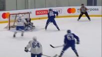 """Ābols izceļas ar fantastiskiem vārtiem """"Maple Leafs"""" jauno spēlētāju nometnē"""