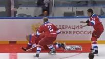 Putins iemet astoņas ripas un nokrīt uz sarkanā paklāja