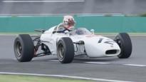 """Verstapens Japānā izmēģina 1965. gada """"Honda"""" formulu"""