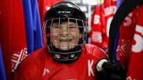 80 gadus veca kundze ir hokeja komandas kapteine