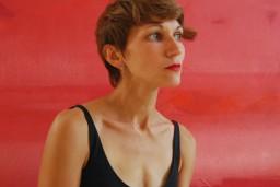 Jauna Ingas Onževas gleznu kolekcija skatāma Latgales vēstniecībā GORS