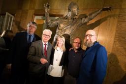 Svinīgi atklāta leģendārā diriģenta Arvīda Jansona skulptūra