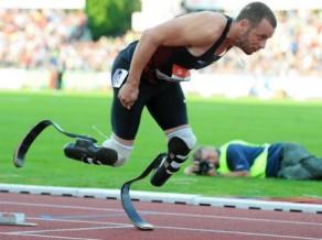 Pistoriuss veido vēsturi - kvalificējies olimpiskajām spēlēm