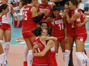 Turcijas volejbolistes izslēdz Krieviju, pusfinālā arī Azerbaidžāna