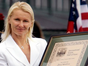 Pēc cīņas ar vēzi mūžībā aizgājusi 1998. gada Vimbldonas uzvarētāja Novotna