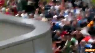 """Video: Krievijas fani pēc spēles piekauj """"Euro 2012"""" stjuartus"""