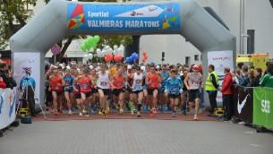 Sportlat Valmieras maratons 2014 un bildinājums skrējiena finišā