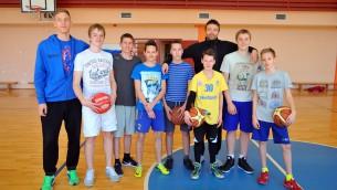 "Video: Janičenoka un Gulbja ""Basketvīrusa"" treniņi"