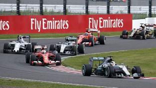 """Hamiltons uzvar Japānas F1 posmā, """"Mercedes"""" komandai dubultuzvara"""