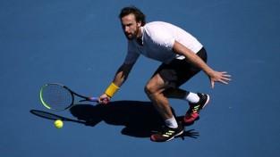 """Gulbis trīs setos zaudē """"Australian Open"""" trešajā kārtā"""