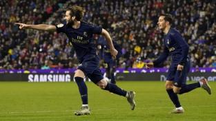 """Madrides """"Real"""" izmanto """"Barcelona"""" zaudējumu un kļūst par vienīgo līderi"""