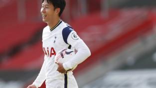 Sonam ''pokers'', ''Tottenham'' otrajā puslaikā gūst četrus vārtus, izcīnot pirmo uzvaru sezonā