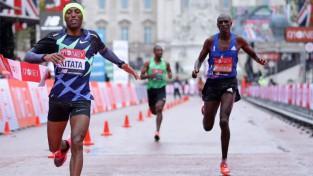 Londonas maratonā triumfē Kitata, Kipčoge tikai astotais
