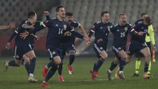 Ungārija četru minūšu laikā nokārto EČ finālturnīru, Skotija pārsteidz serbus